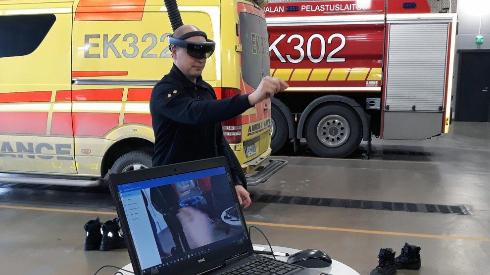 firefighter tests hololens